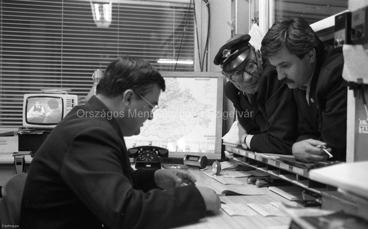 Mentősök-Baranyában-1986.Fotó-Urbán-Tamás-FORTEPAN